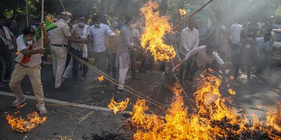 In Indien kommt es nach der Gruppenvergewaltigung einer 19-Jährigen zu schweren Protesten.