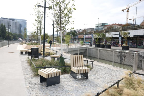 """Seit Oktober bieten die """"Schwimmenden Gärten"""" mehr Erholungsfläche in der City. Nun wurden sie mit einem Stadterneuerungspreis ausgezeichnet."""
