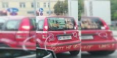 """Was will Fiat-Fahrer mit diesen """"Q""""-Botschaften sagen?"""