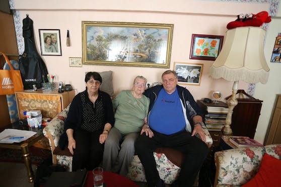 Stieftochter Ursula, Erika K. (88) und Sohn Bruno K. (v.l.)