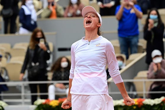 Iga Swiatek triumphiert in Roland Garros.