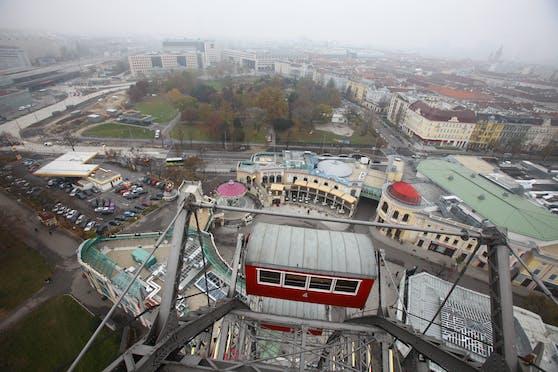 Die Leopoldstadt färbt sich um: Der Wiener Prater von oben, Blick vom Riesenrad aus.