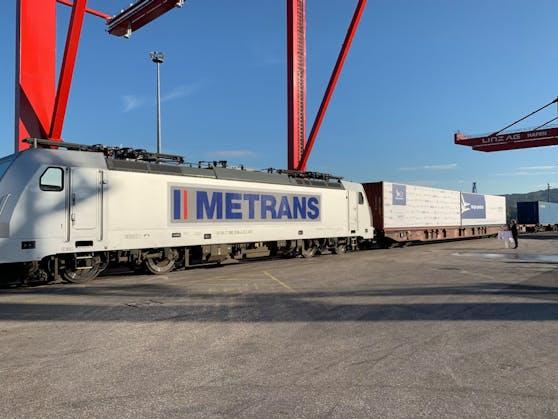 """Der Zug fährt auf der neuen """"Seidenstraße"""" von Linz nach China."""