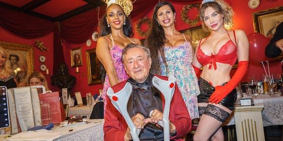 Lugner feierte den 88. Geburtstag mit Stripperinnen.