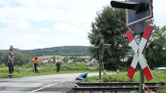 Zwei Schüler im Alter von 13 und 17 Jahren wurden von einem durchfahrenden Regionalzug erfasst und tödlich verletzt.