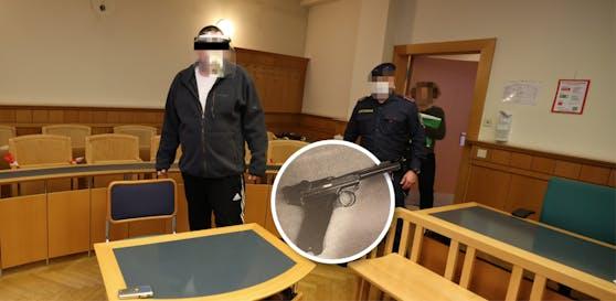 Der Angeklagte (l.) und ein Foto seiner Waffe.