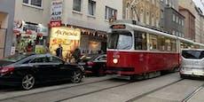 Mercedes-Lenkerin blockierte mit Parkkünsten Wiener Bim