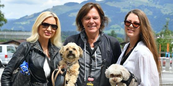 Joelina (rechts) mit ihren ElternRamona und Jürgen Drews