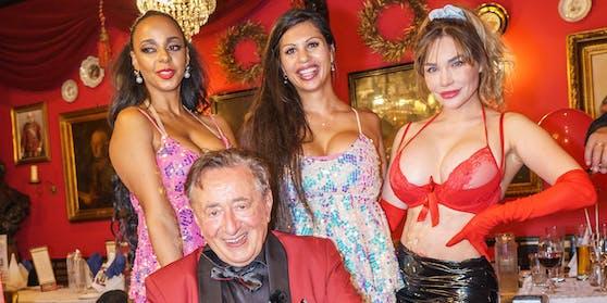 Richard Lugner feiert seinen 88. Geburtstag – mit kräftiger Damen-Unterstützung.