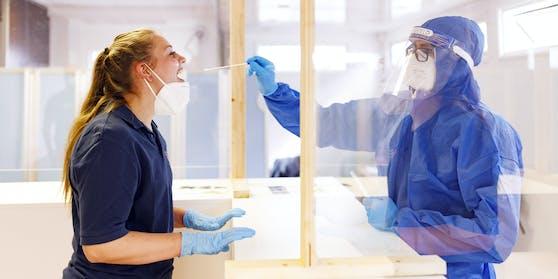 Schnelltests gelten als wichtiger Bestandteil der Teststrategie, weil sich damit an Ort und Stelle und ohne medizinisches Fachpersonal feststellen lässt.