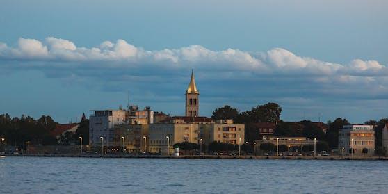 Herbstlicher Sonnenuntergang über der Adria (Zadar).