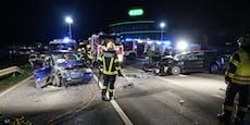 Auto wird nach Crash gegen anderes Auto geschleudert