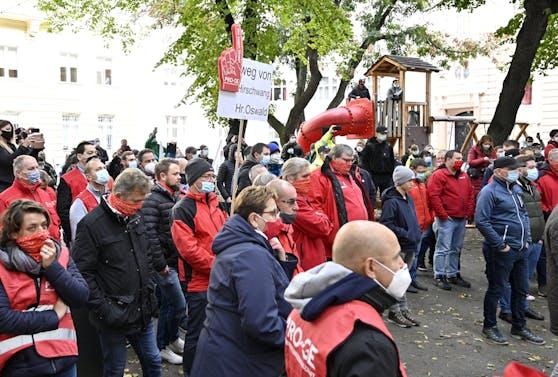 Teilnehmer der Betriebsversammlung in Wien