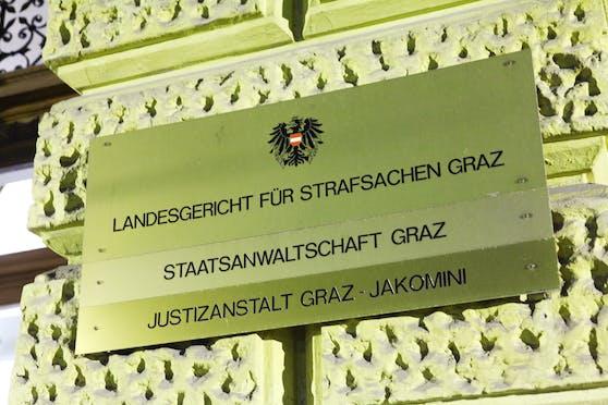 Plakette am Gebäude des Landesgerichts für Strafsachen Graz