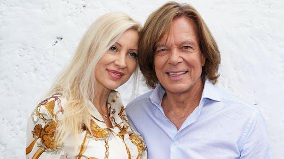 Seit 1995 sind Ramona und Jürgen Drews ein glückliches Ehepaar. Ihre gemeinsame Tochter Joelina ist ebenfalls Sängerin.
