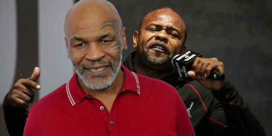 Mike Tyson feiert gegen Roy Jones Jr sein Comeback im Ring.