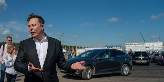 Elon Musk bei einem persönlichen Lokalaugenschein auf der Baustelle in der Grünheide