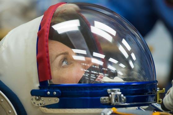 NASA-Astronautin Kate Rubins bereitet sich am 14. Oktober 2020 auf ihren Start zur ISS an Bord einer russischen Sojus-Rakete vor.