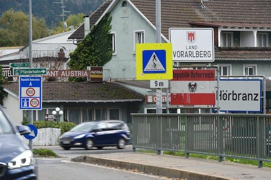 Grenzverkehr zwischen Deutschland und Österreich in Hörbranz am Bodensee. Es gibt nun eine Ausnahmeregelung.