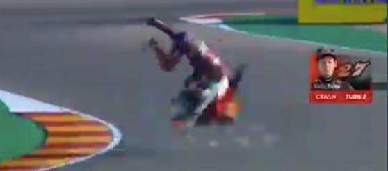 Kaito Toba mit einem Highsider beim Aragon-Grand-Prix.