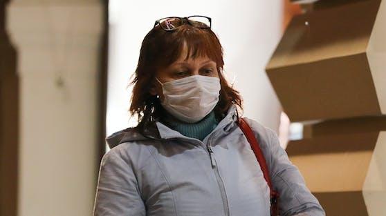 Die Schweiz beschließt eine Maskenpflicht in allen öffentlichen Innenräumen.