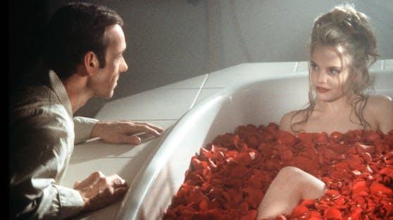 """Als Cheerleaderin Angela verdrehte Mena Suvari (re.) 1999 in """"American Beauty"""" Kevin Spacey (li.) den Kopf. Jetzt wird sie zum ersten Mal Mutter."""
