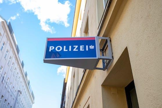 Der Schwarzfahrer fuhr mit dem Auto selbst zur Polizeiinspektion.