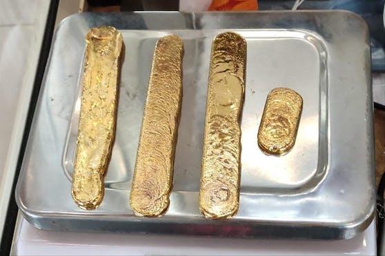 Diese Goldbarren steckten im Rektum eines Fluggasts, gestoppt wurde er am Flughafen Kannur in Kerala.