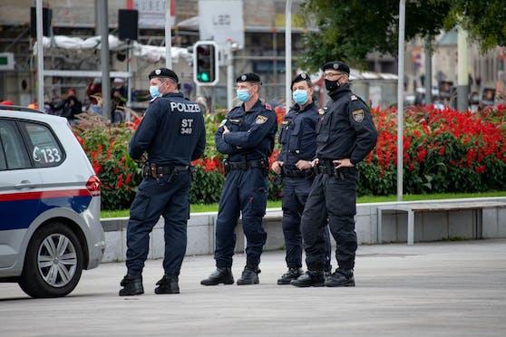 Polizei im Einsatz in Wien. Sie konnte zwei Serien-Taschendiebe fassen.