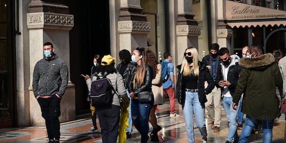 Auch im Freien muss die Maske getragen werden.
