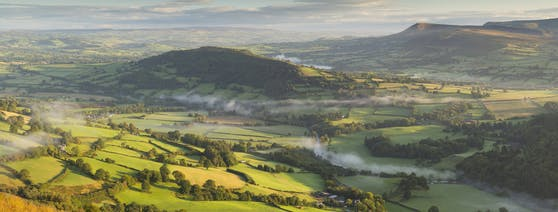 Morgenstimmung im Brecon Beacons Nationalpark in Powys, Wales