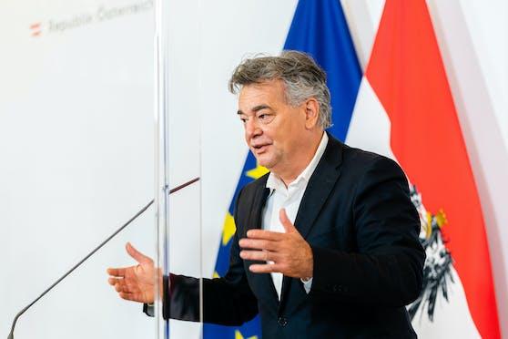 Vizekanzler Werner Kogler im Rahmen einer Pressekonferenz.