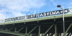 Rechte hetzen mit Banner gegen Asylwerber in Wien
