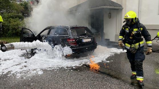 Der brennende Treibstoff wurde mit Löschschaum bekämpft.