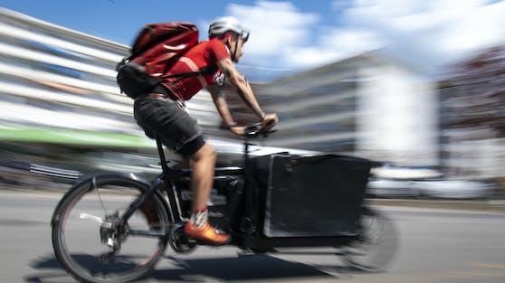 Corona-Tests sollen in Wien künftig per Radkurier nach Hause geliefert werden.