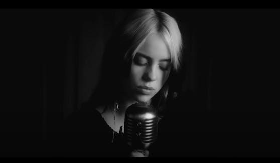 """""""No Time To Die"""": Billie Eilish sorgt mit der Musikvideo-Premiere zum neuen Bond-Titelsong wieder für Klick-Rekorde."""