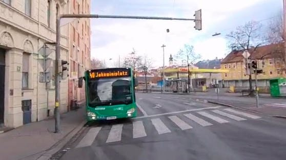Bushaltestelle an der Kreuzung Elisabethinengasse und Lazarettgasse