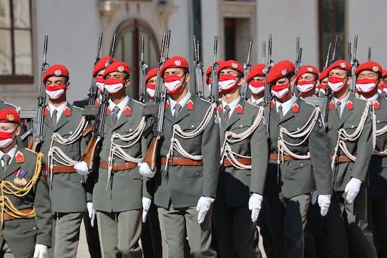 Garde -Bundesheer mit Masken