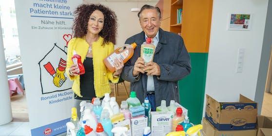 Christina und Richard Lugner brachten Putz- und Waschmittel.
