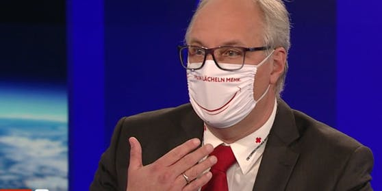 Gerry Foitik mit Smiley-Maske