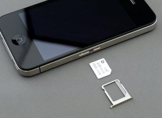 Mit der eSIM entfällt das Einlegen einer SIM-Karte ins Smartphone.