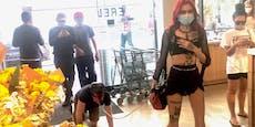 21-Jährige geht mit Masken-Mann an der Leine einkaufen