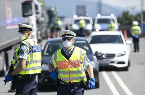 Polizeikontrollen am deutsch-österreichischen Grenzübergang Freilassing am 18. Mai 2020