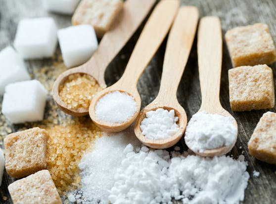 Zucker kann ADHS-Symptome und jene einer bipolaren Störung verschlimmern und Hyperaktivität und Impulsivität auslösen.