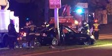 BMW-Fahrer schrottet in Wien Auto und Lichtmast