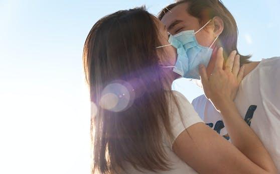 Trotz Pandemie treffen sich Singles weiterhin auf der Suche nach Mr. und Ms. Right.