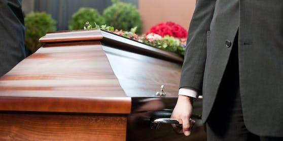 Katholische Kirche verschärft Regeln für Begräbnisse und Chöre