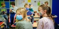 Schulen offen, aber Maskenpflicht wird ausgeweitet