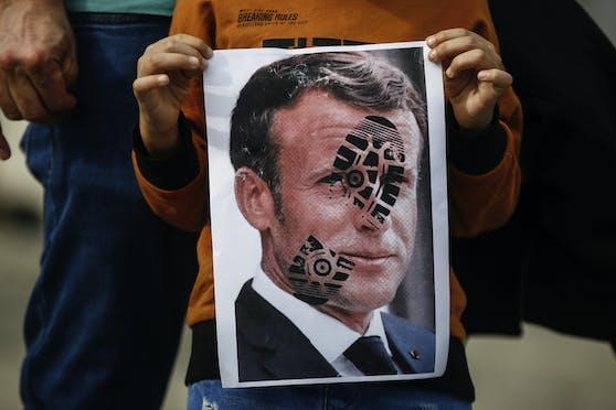Bei einer Anti-Frankreich-Kundgebung in Istanbul (25.10.2020), wurde gegen den französischen Präsidenten Emmanuel Macron agitiert.