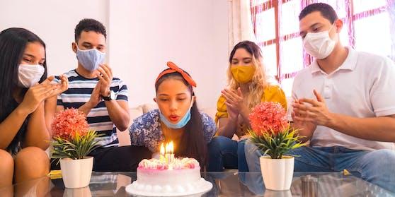 Nicht bei allen privaten Feiern geht es derzeit so gesittet zu – da will die Politik eingreifen. (Symbolfoto)